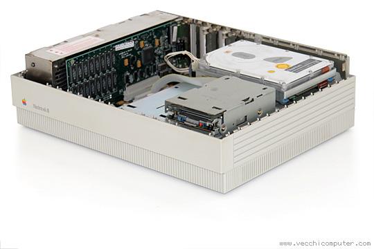 Apple Macintosh II (aperto)