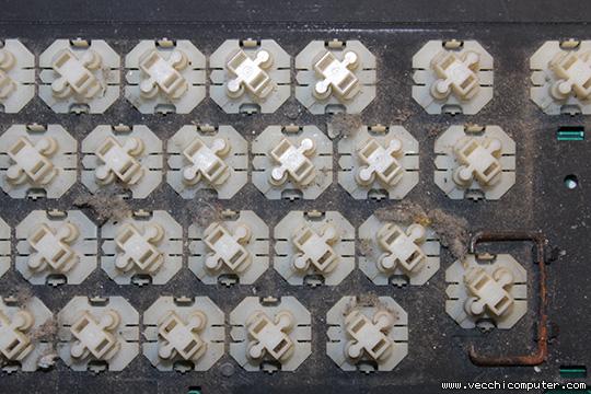 Tastiera Olivetti M24 (sporco sotto i tasti)