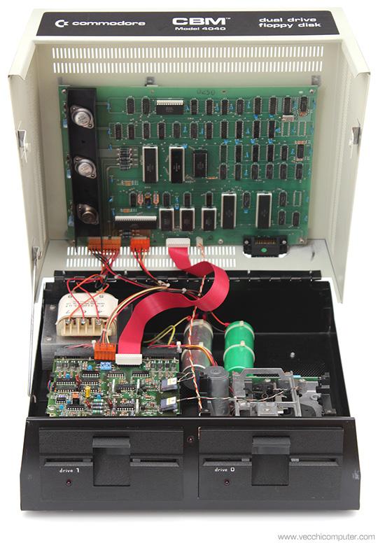 Commodore 4040 - Aperto