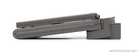 Apple PowerBook 2300c + MiniDock - lato