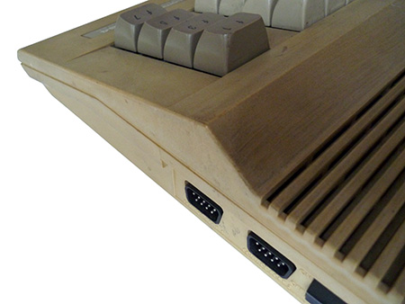 Commodore 64C originale (dettaglio)