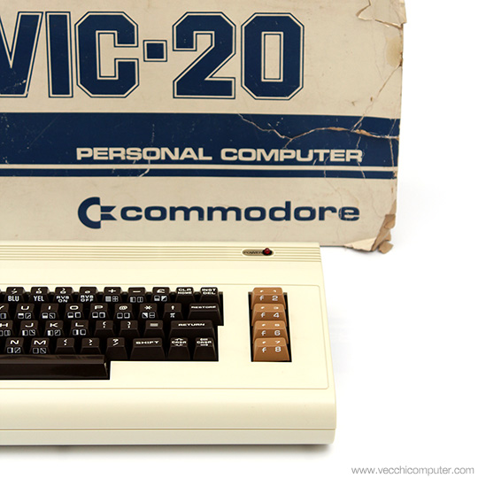 Commodore VIC 20 con scatola
