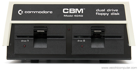 Commodore 4040 - Fronte