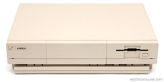 Commodore Amiga 1000 - Tastiera nascosta