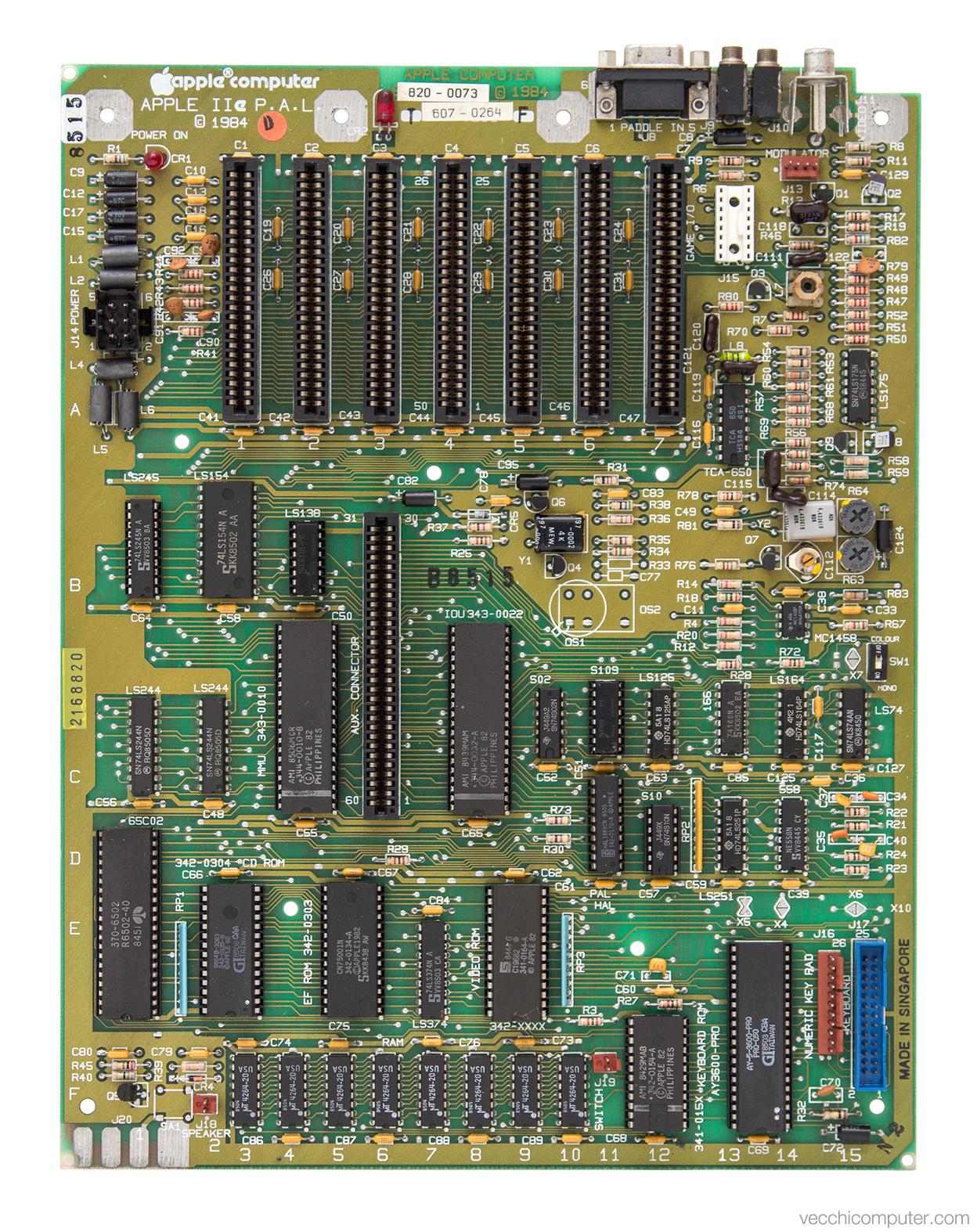 Apple IIe - scheda madre PAL